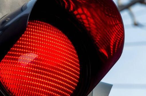 62-Jähriger missachtet rote Ampel – 80.000 Euro Schaden