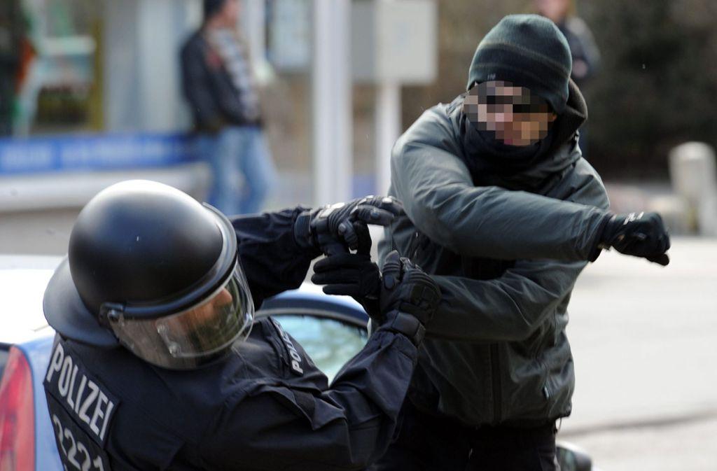 Polizisten werden bisweilen Opfer von Gewalt. Foto: dpa