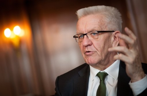 """Der ehemalige Gymnasiallehrer Kretschmann erinnerte an die finanziellen Grenzen, die auch die Bildungspolitik berührten. """"Wir müssen auch den Landeshaushalt konsolidieren."""" Foto: dpa"""