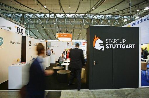 Stuttgarter Gründerwelt an einem Stand