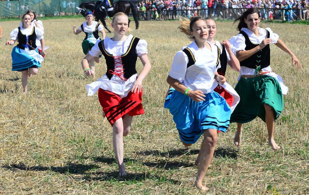 Traditioneller Lauf über das Stoppelfeld beim Markgröninger Schäferlauf Foto: www.7aktuell.de |