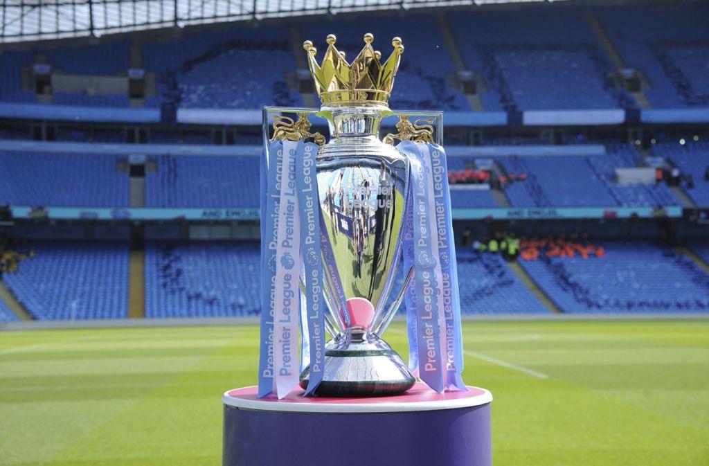 Der Pokal für die englische Meisterschaft – gewinnen Jürgen Klopp und der FC Liverpool den Titel? Foto: AP/Rui Vieira