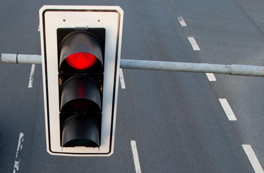 Der Senior ignorierte einfach das Rotlicht. Foto: dpa
