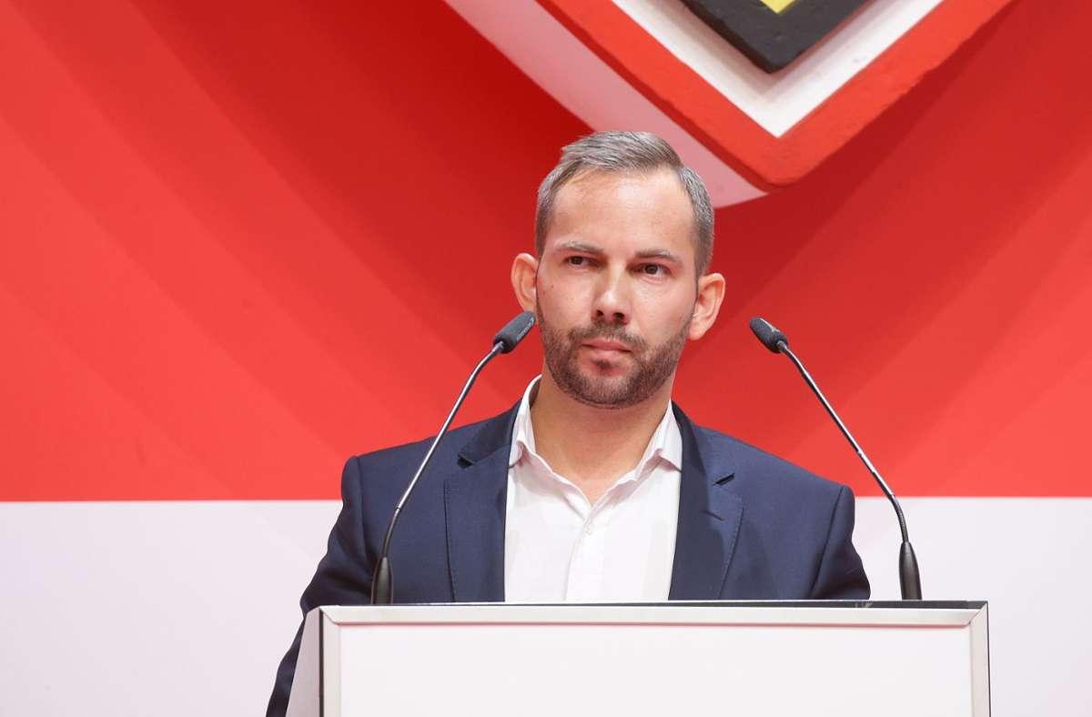 Tobias Keller, Interimsvorstand Finanzen und Verwaltung, präsentierte die Zahlen. Foto: Pressefoto Baumann/Hansjürgen Britsch