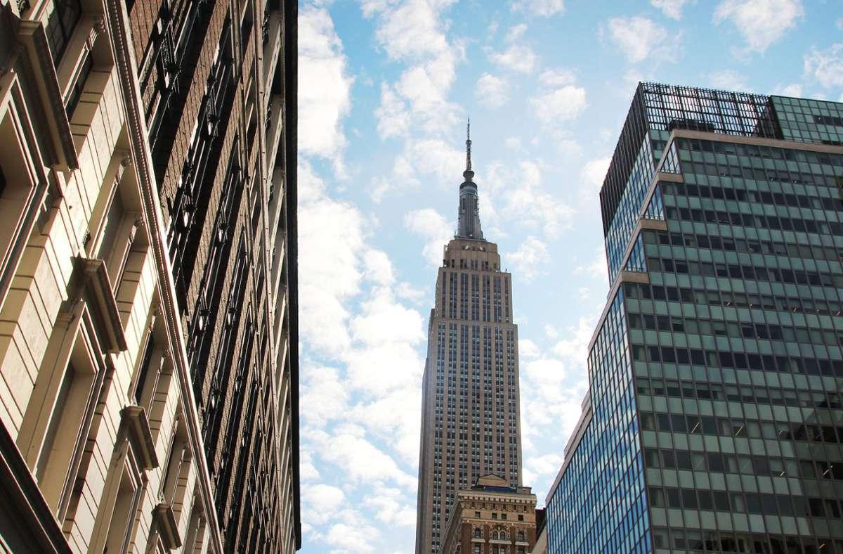 Das Empire State Building gehört zu den ältesten, höchsten und beliebtesten Wolkenkratzern in New York. Foto: dpa/Christina Horsten