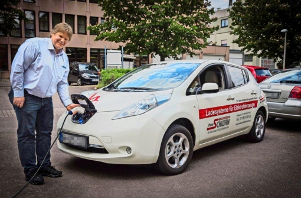 Peter Schwan ist privat nur noch elektrisch unterwegs Foto: Achim Zweygarth