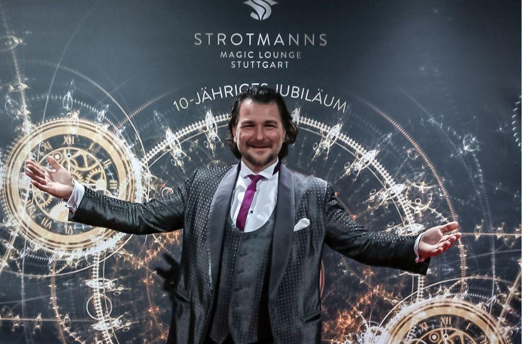 Magier Thorsten Strotmann lädt  vom 12. Juni an wieder Zuschauer in sein Theater im Römerkastell ein. Foto: Lichtgut/Julian Rettig