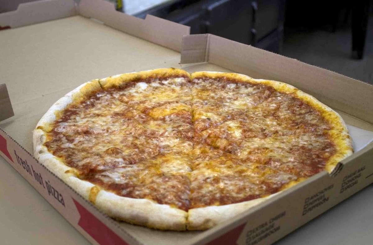 Rassismus auf Bestellung: Eine geschmacklos belegte Pizza sorgt für Schlagzeilen (Symbolbild). Foto: AP/J.M. Hirsch