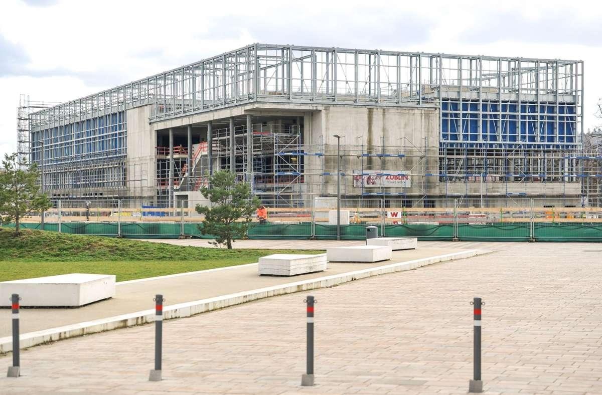 Im Neckarpark wird auch für den (Leistungs-)Sport gebaut: zum Beispiel das neue Sportbad mit 50-Meter-Becken. Beim Kunstturnforum soll eine Halle für die Trampolinspringer entstehen. Foto: Lichtgut/Max Kovalenko