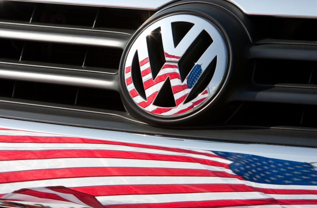 Es waren harte Verhandlungen in den USA, wo der VW-Abgasskandal seinen Ursprung hat. Nun ist klar: das Debakel trifft den Autokonzern finanziell schwer. Foto: dpa
