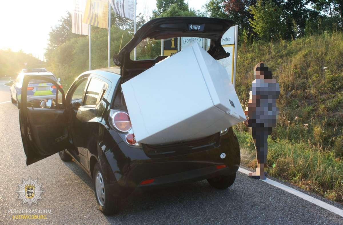 """In diesem Fall kann man nicht von """"Ladungssicherung"""" sprechen. Foto: Polizeipräsidium Ludwigsburg"""
