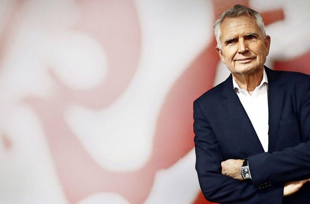 VfB-Präsident Wolfgang Dietrich versteht den Wirbel um seine Person nicht so ganz. Foto: Baumann