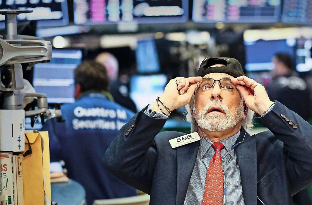 Langfristig  rentieren sich ETFs, sagen Finanzexperten – sofern sich die Sparer nicht von Aktienhändlern, die panisch auf die Kurse schauen, anstecken lassen. Foto: dpa
