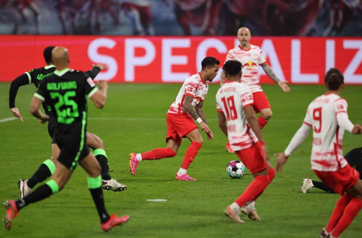 RB Leipzig und der VfL Wolfsburg haben beiden einen Grund zum Feiern nach der Partie. Foto: AFP/JAN WOITAS