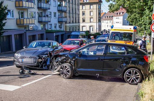 66-Jähriger kracht mit seinem Suzuki frontal in stehenden Audi