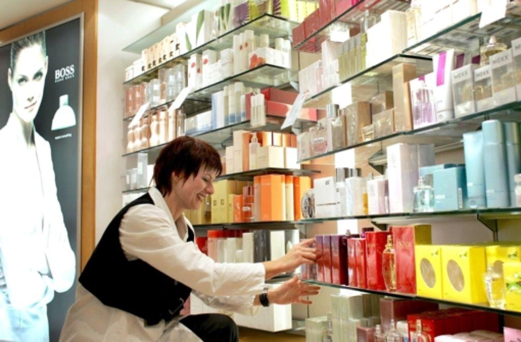 Für Parfums zahlen Frauen in Frankreich deutlich mehr als Männer. Foto: dpa