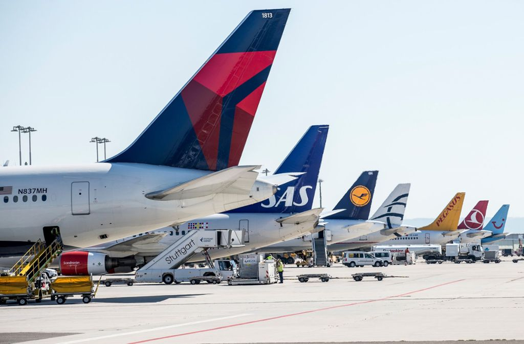 Klar zum Start in die Sommersaison: Geparkte Jets am Flughafen Stuttgart Foto: Flughafen Stuttgart GmbH