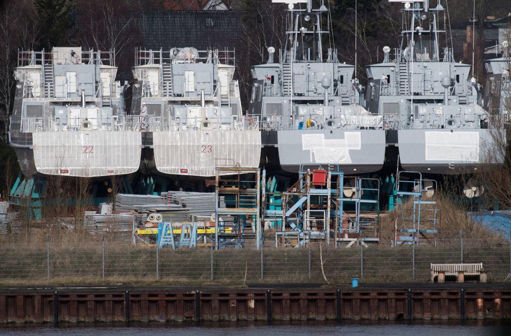 Küstenschutzboote für Saudi-Arabien liegen auf dem Werftgelände der zur Lürssen-Werftengruppe gehörenden Peene-Werft in Wolgast. Foto: dpa