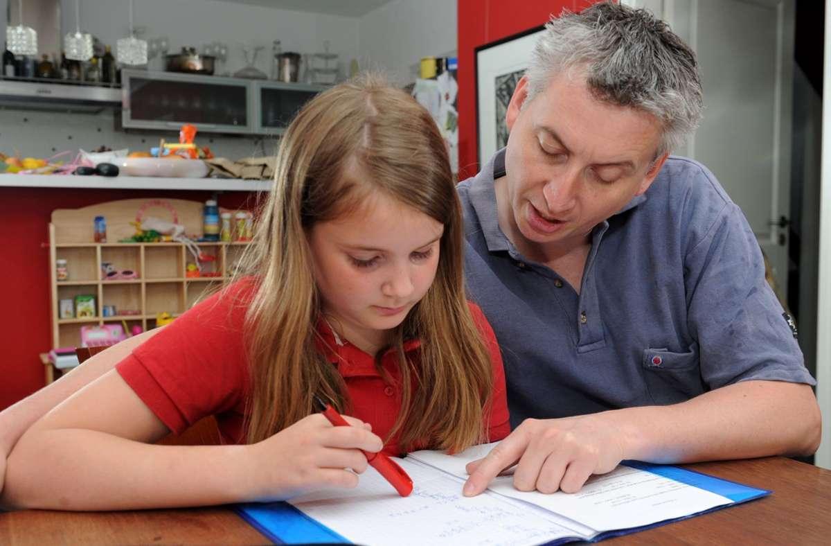 Wenn Kinder plötzlich nicht mehr in die Schule dürfen, dann hilft eine volldigitalisierte Schule nur bedingt, sagt der Schulbürgermeister aus Leinfelden-Echterdingen. Foto: dpa/Tim Brakemeier
