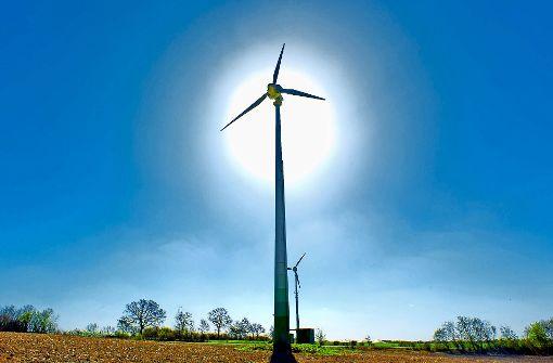 Ästhetisch oder ärgerlich? Im Norden ist die  Windkraft nicht unumstritten. Foto: dpa