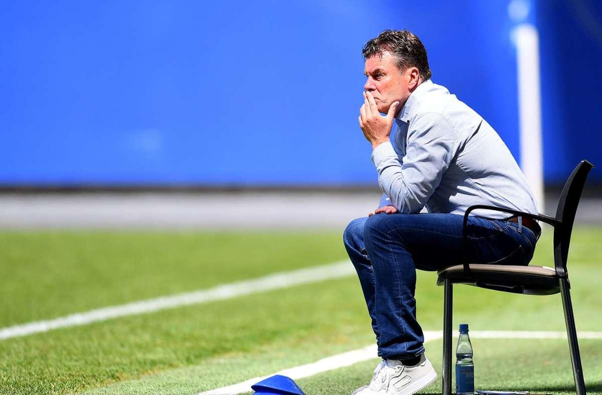 Auch in dieser Saison muss der HSV und Trainer Dieter Hecking bis zum letzten Spieltag zittern. Foto: dpa/Stuart Franklin