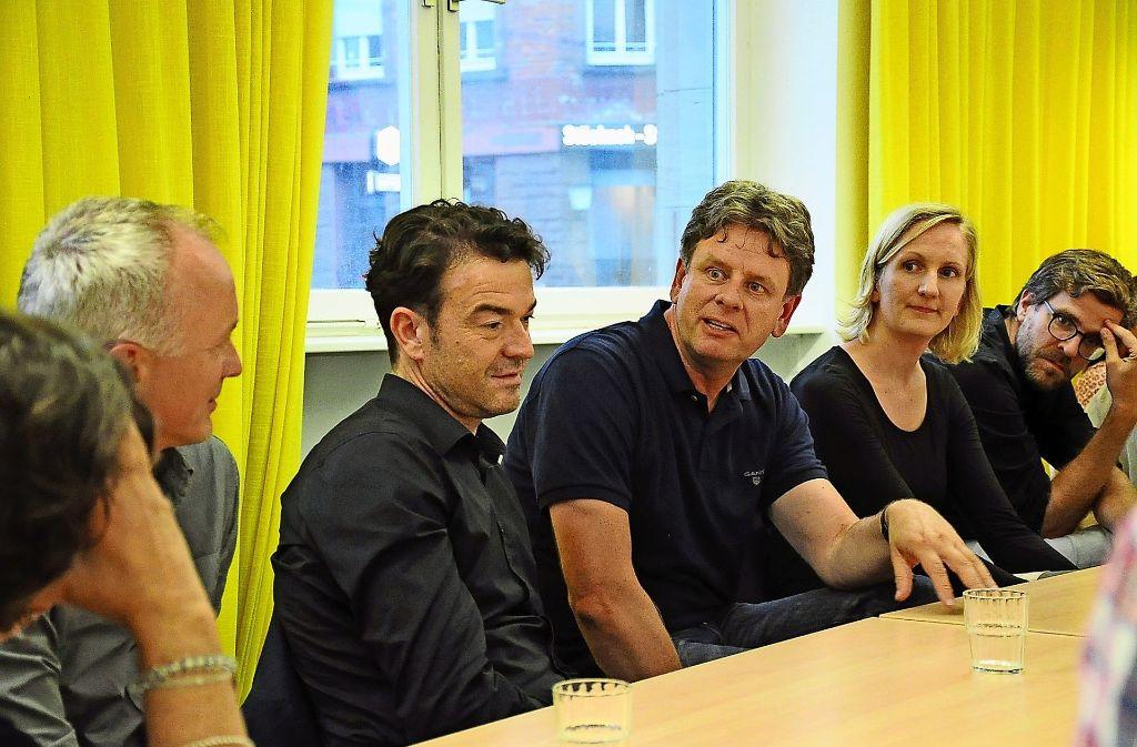 In der Projektgruppe  hat sich das Team um den Nürnberger Architekten Volker Bernsdorf (dritter von links) vorgestellt, das die Machbarkeitsstudie erarbeitet. Foto: Georg Linsenmann