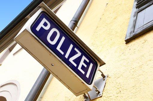 Nach einem Handy-Raub in der Silvesternacht am Stuttgarter Schlossplatz ermittelt die Polizei (Symbolbild). Foto: Roman Sigaev/Shutterstock