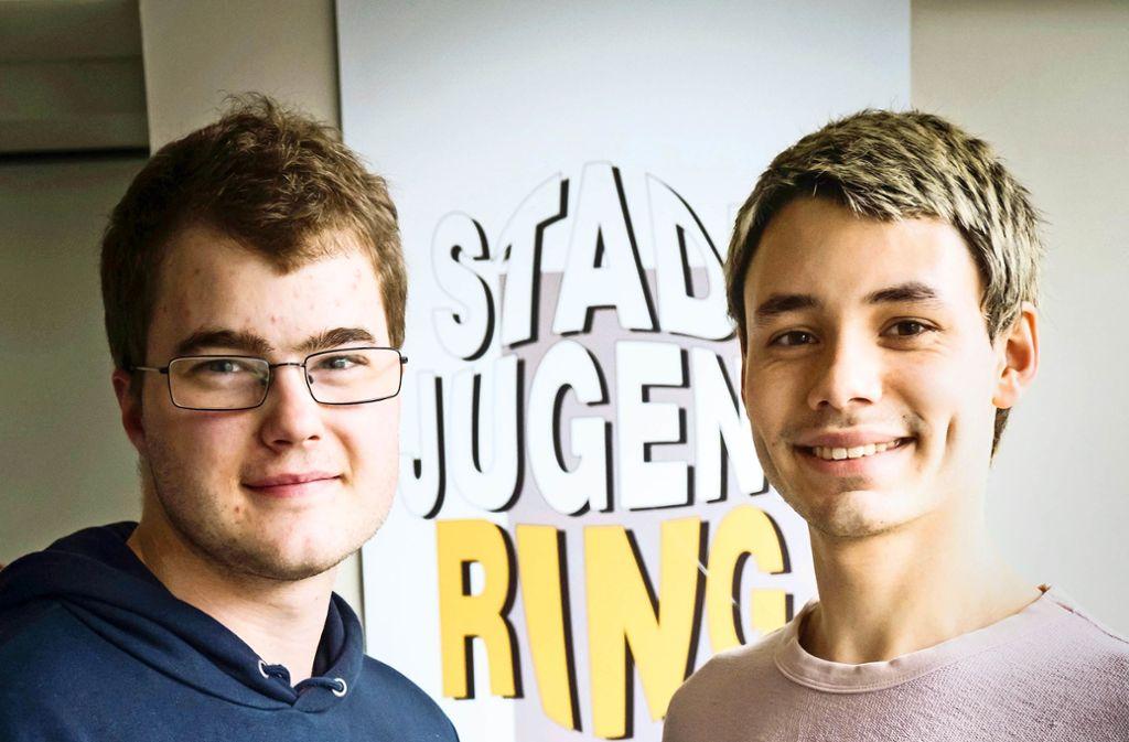 Von der Stadt geehrt: Jonathan Befort (links) und  Jethro Amaru Foto: Lg/Achim Zweygarth