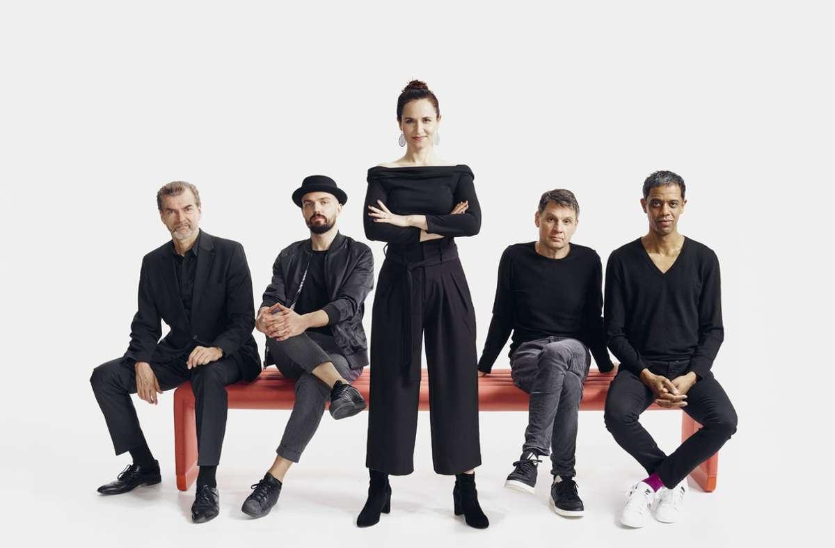 """Auf dem Album präsentieren sich die Söhne in reduzierter Besetzung, ergänzt durch Sängerin Stephanie """"Phallée"""" Neigel. Foto: dpa/Claus Morgenstern"""