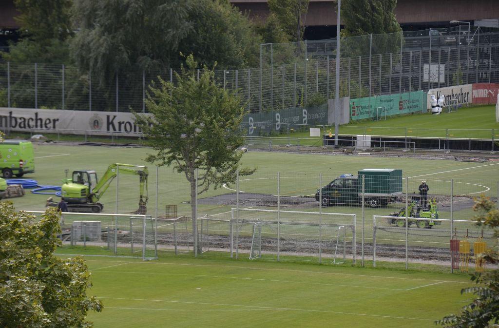 Am Dienstagnachmittag hatte man bei Bauarbeiten auf dem Gelände des VfB Stuttgart eine Fliegerbombe gefunden. Foto: Andreas Rosar Fotoagentur-Stuttg