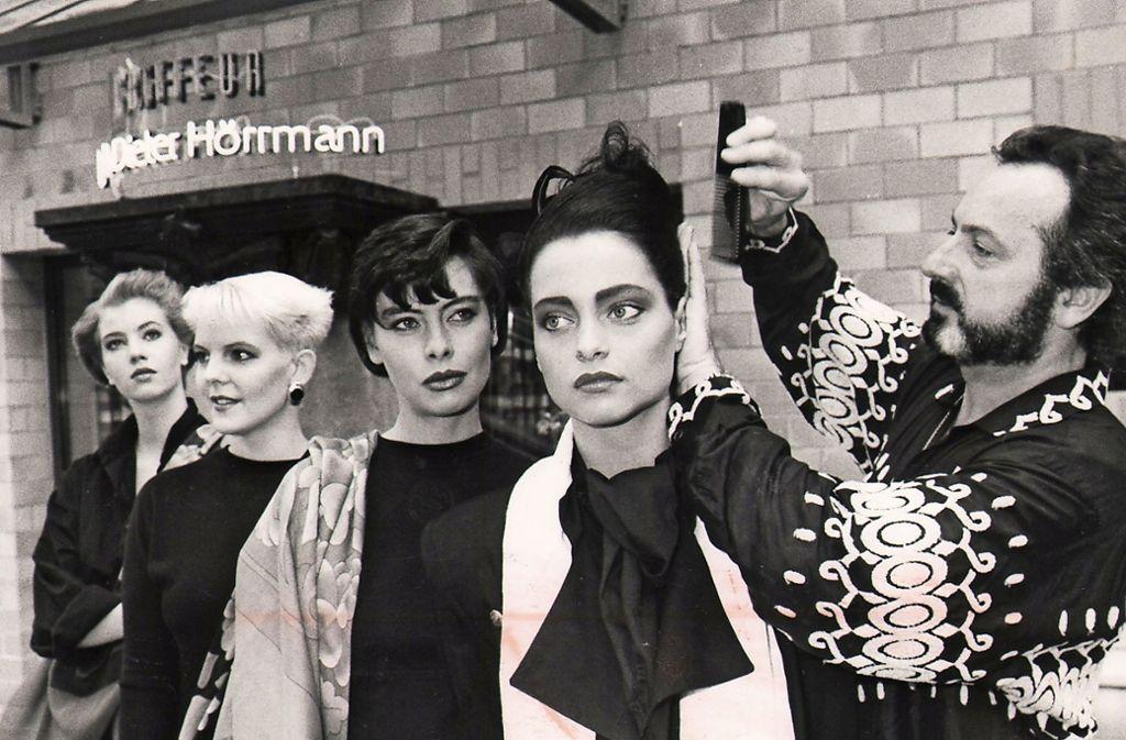 Ralph-Dieter Hörrmann im Jahr 1988 mit Haar-Models Foto: Thomas Hörner
