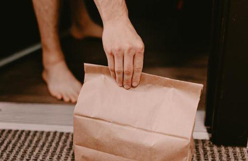Vorschaubild zum Artikel Darf man in Quarantäne Essen bestellen?