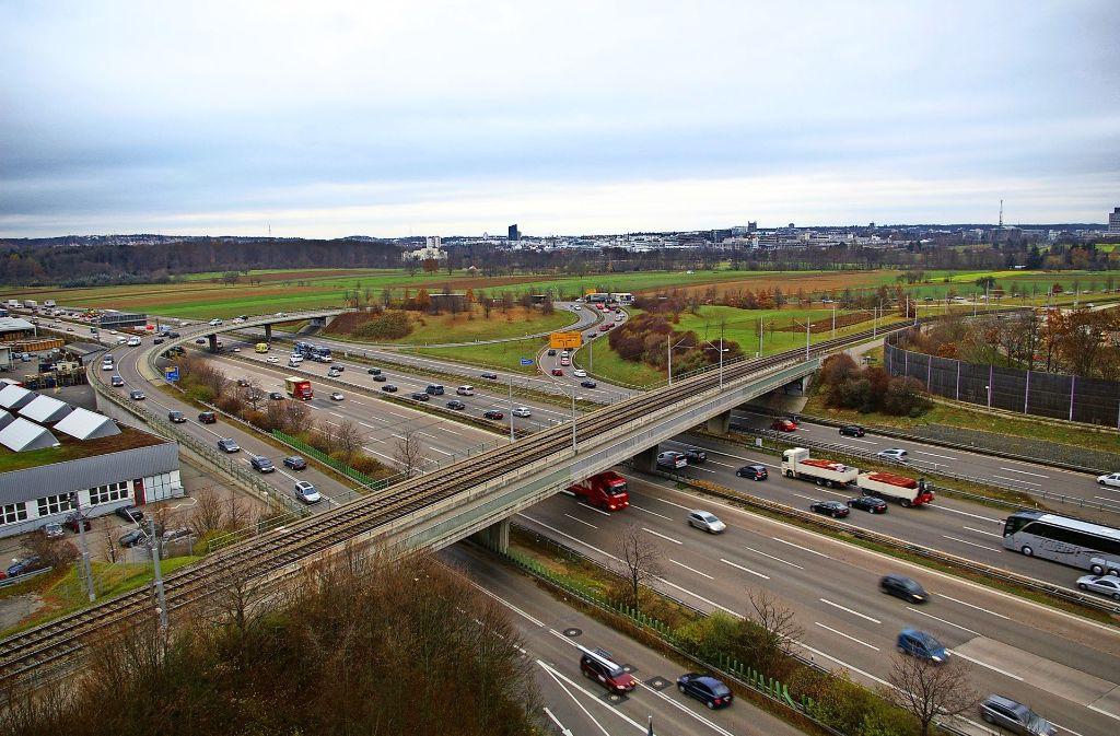 Eine Verkehrsuntersuchung hat ergeben, dass der Knotenpunkt A8/Nord-Süd-Straße nicht leistungsfähig genug ist. Foto: Archiv Alexandra Kratz