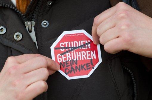In Bayern arbeiten Gebührengegner an der Abschaffung von Studiengebühren. Der Chef des Karlsruher KIT drängt nun in die entgegengesetzte Richtung. Foto: dpa