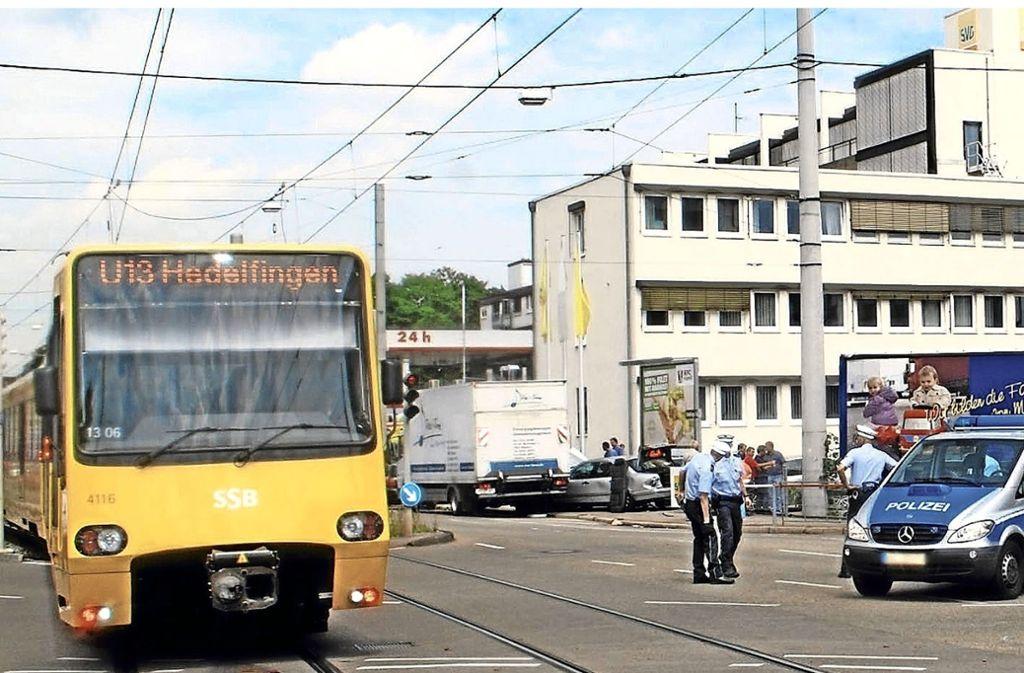 Die Kreuzung Otto-Konz-Brücken/ Hedelfinger Straße gehört zu den Unfallschwerpunkten im Stadtbezirk Wangen. Foto: Mathias Kuhn
