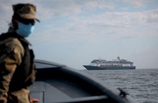 Kreuzfahrtschiff sucht verzweifelt einen Hafen