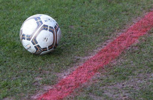 Platzsturm und heftige Schlägerei bei Fußball-Spiel