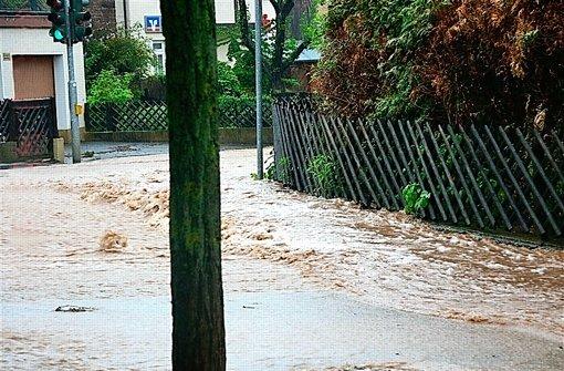 Überschwemmung im Hausener Ortskern. Foto: privat