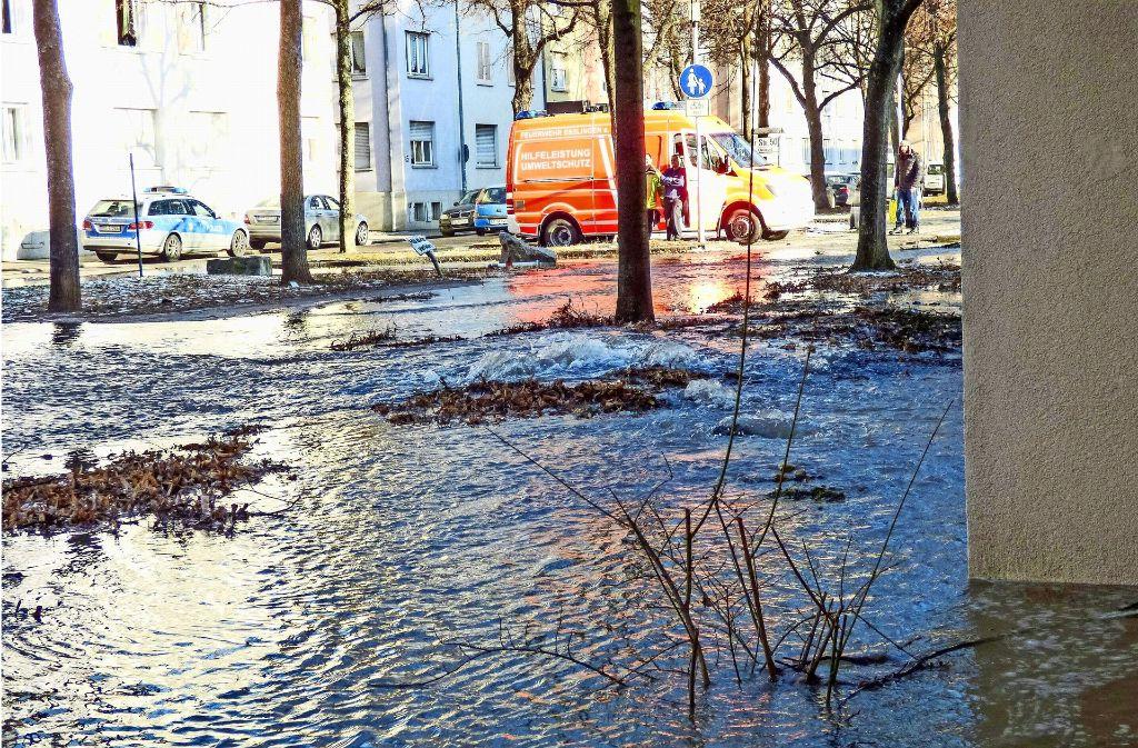 Am Sonntagnachmittag drangen Wassermassen in Keller und auf die Straße. Foto: 7aktuell.de/Simon Adomat
