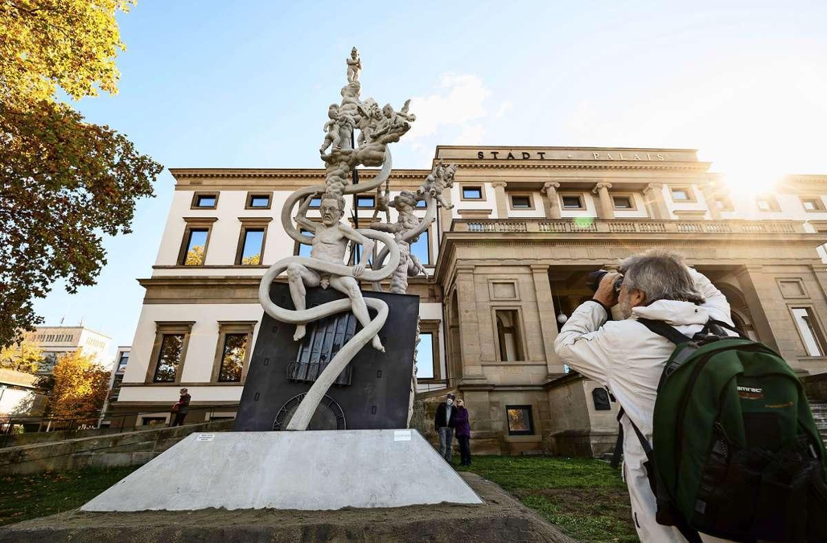 Beliebtes Fotomotiv – die Satire-Skulptur vor dem Stuttgarter Stadtpalais. Foto: Lichtgut/Leif Piechowski