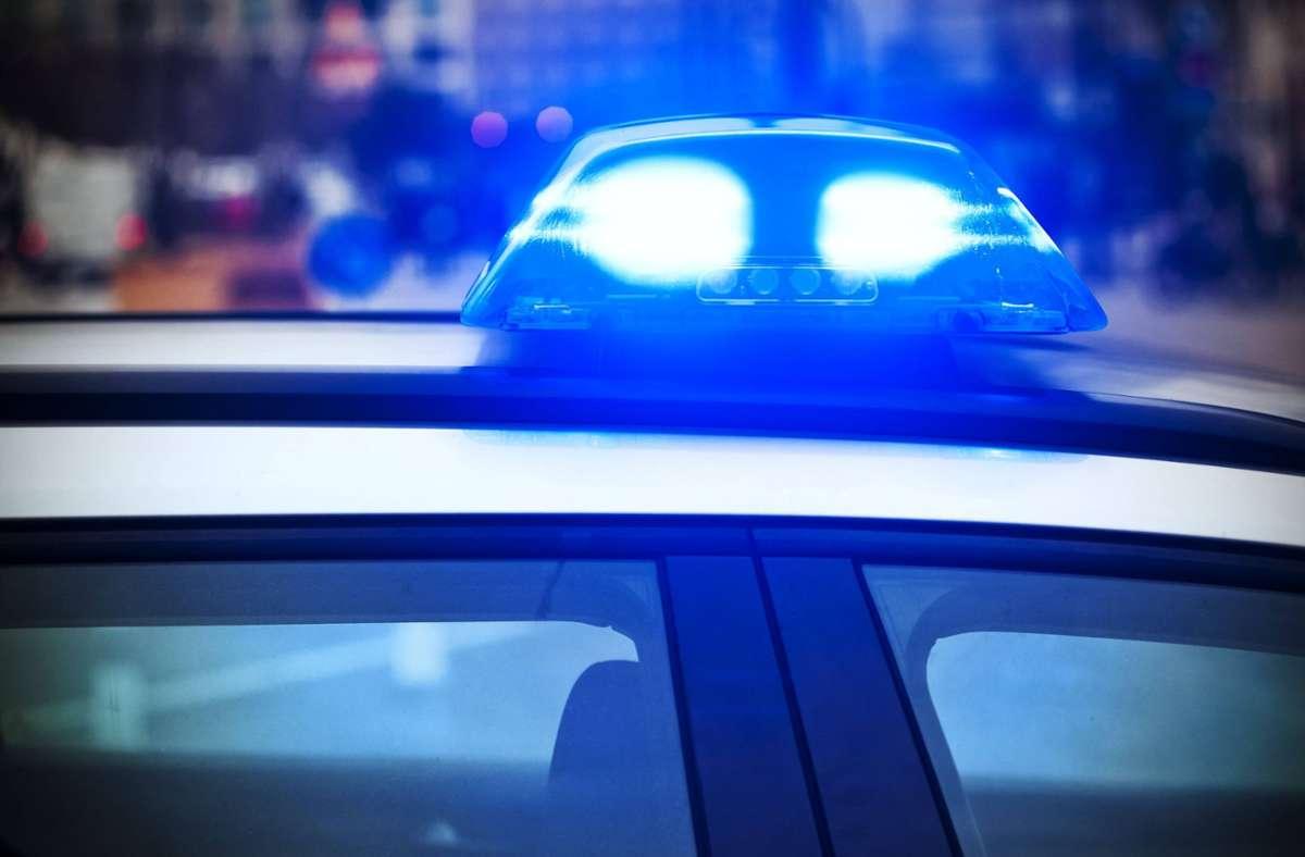 Die Polizei suchte nach einer 73-jährigen Frau (Symbolbild). Ein Jäger findet sie in der Nacht zum Montag. Foto: imago images/teamwork/Achim Duwentäster