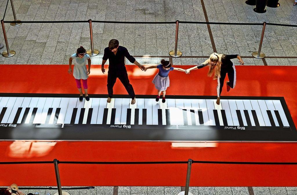 Sieben Meter lang ist die Tastatur – etwas sportlich sollten die Klavierspieler da schon sein. Foto: privat