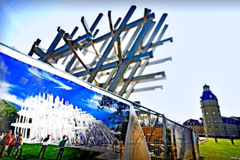 Der Festpavillon aus  164 aneinander gereihten Fichtenbalken soll 1,2 Millionen Euro kosten – manche finden das zu teuer. Foto: Jehle