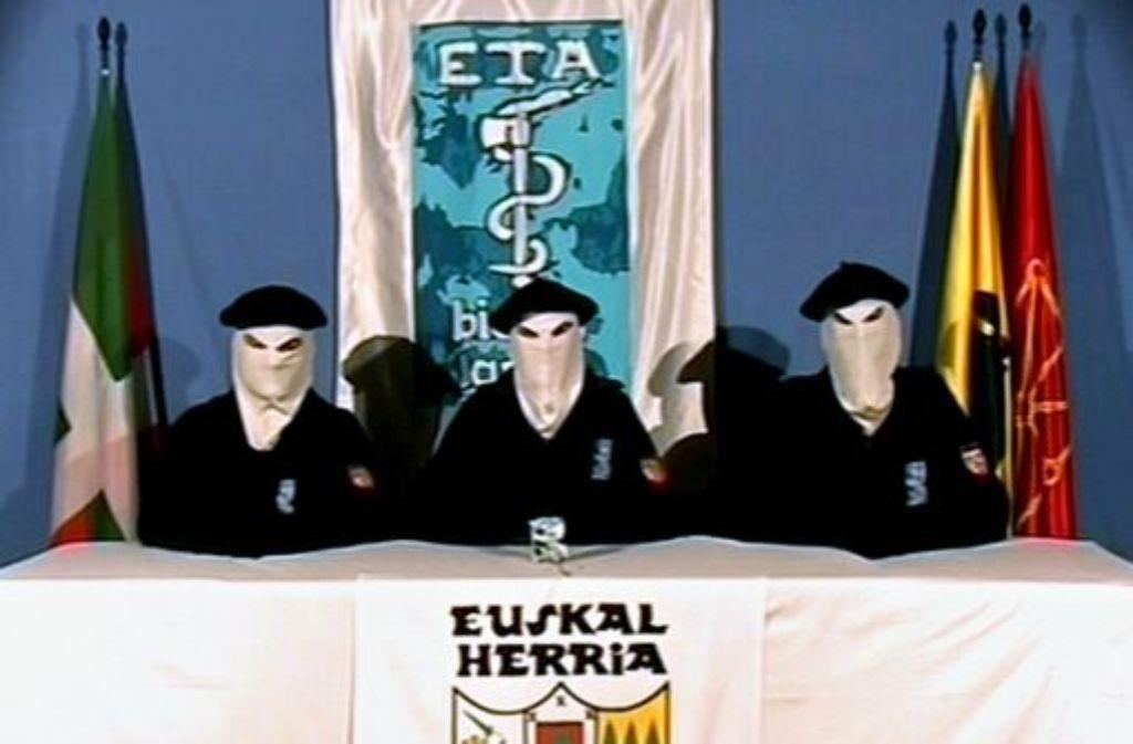 Bilder wie dieses gehören wohl der Vergangenheit an: Die baskische Untergrundorganisation ETA hat dem bewaffneten Kampf abgeschworen. Foto: dpa