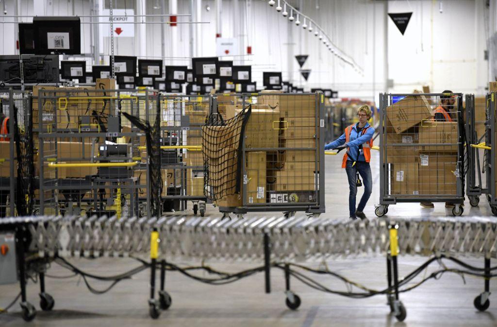 Amazon-Mitarbeiter haben derzeit eine Menge zu tun. Foto: AP/Todd McInturf