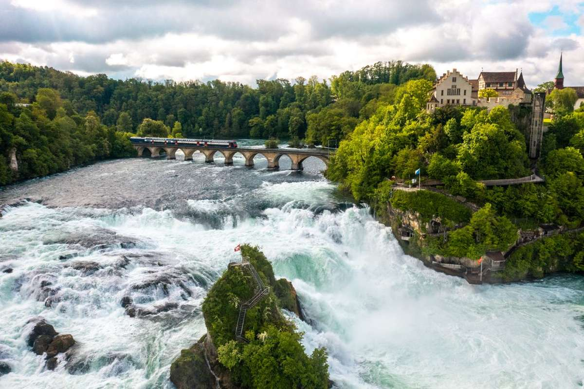 Stein am Rhein, mit seiner malerischen Lage, hat als Stadt am Fluss einen ganz besonderen Reiz. Foto: Schweiz Tourismus/ Nicola Fuerer