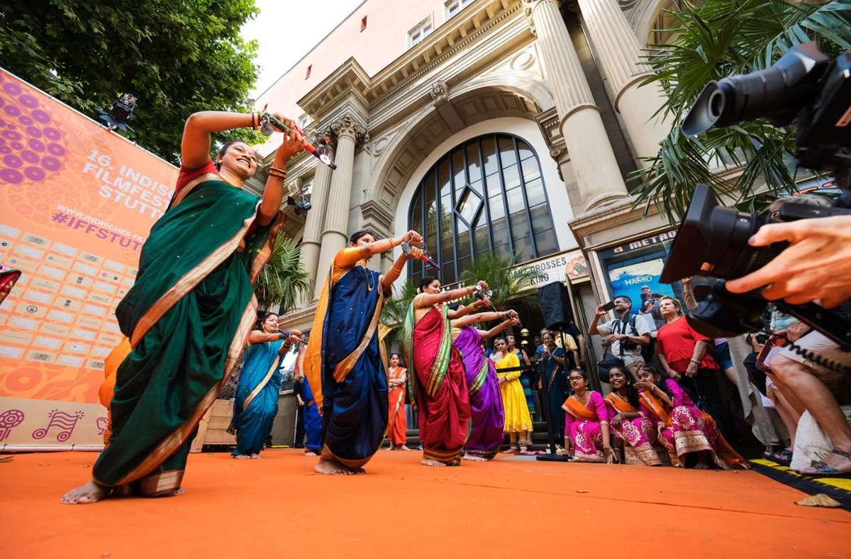 Solche Bilder wird es vielleicht nicht mehr geben: Impression vom Indischen Filmfestival vor dem Portal des Metropol-Kinos. Foto: Filmbüro Baden-Württemberg/Frank von zur Gathen