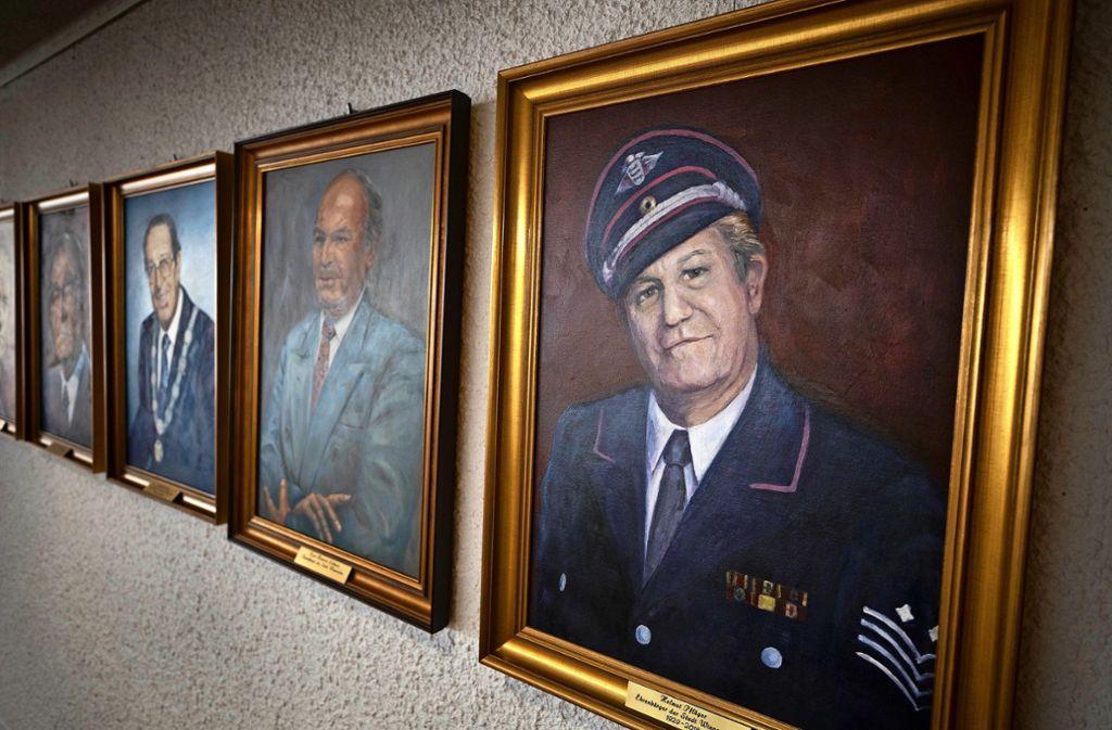 In der Galerie der Ehrenbürger findet man Helmut Pflüger neben Karl-Heinrich Lebherz. Foto: