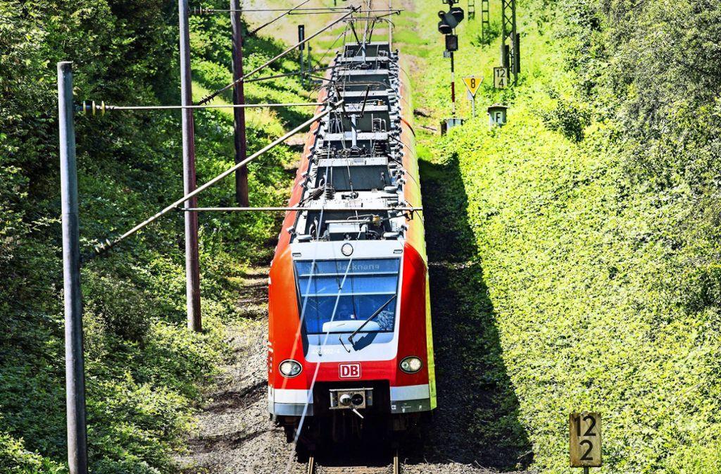 Ein zweispuriger Ausbau der Bahntrasse ist teuer, auch weil die topografische Lage schwierig ist. Foto: Archiv (7aktuell.de//Karsten Schmalz)