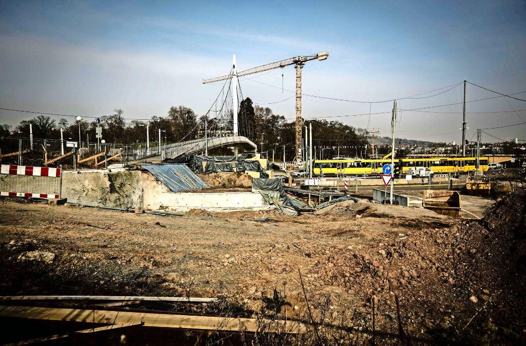 Ein wichtiges Teilstück des Projekts Rosensteintunnel gerät ins Stocken: Auf der Baustelle für die Verbindung zwischen B10 und B14 ruhen die Arbeiten. Foto: Lg/Leif Piechowski